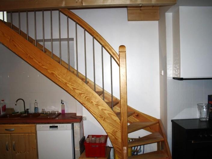 Escalier quart tournant fabriqué sur mesure en bois