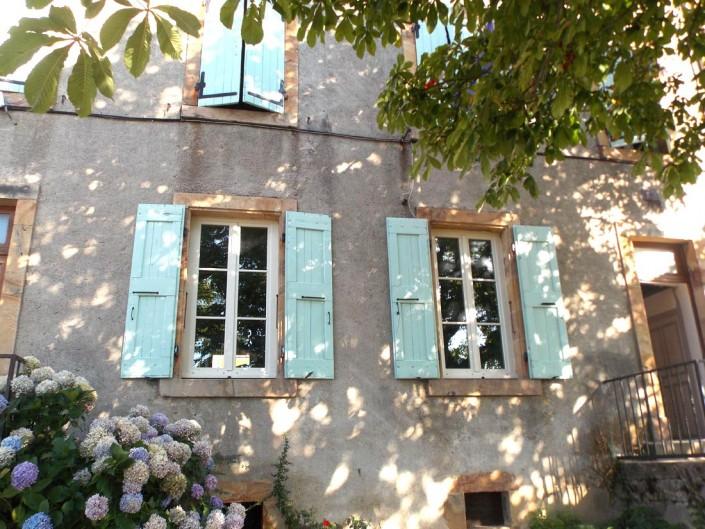 Fenêtres bois posées dans une école