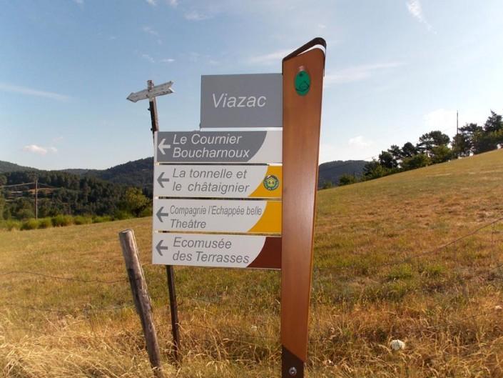 Panneaux de signalétique mono-mat sur la Commune de St-Michel de Chabrillanoux